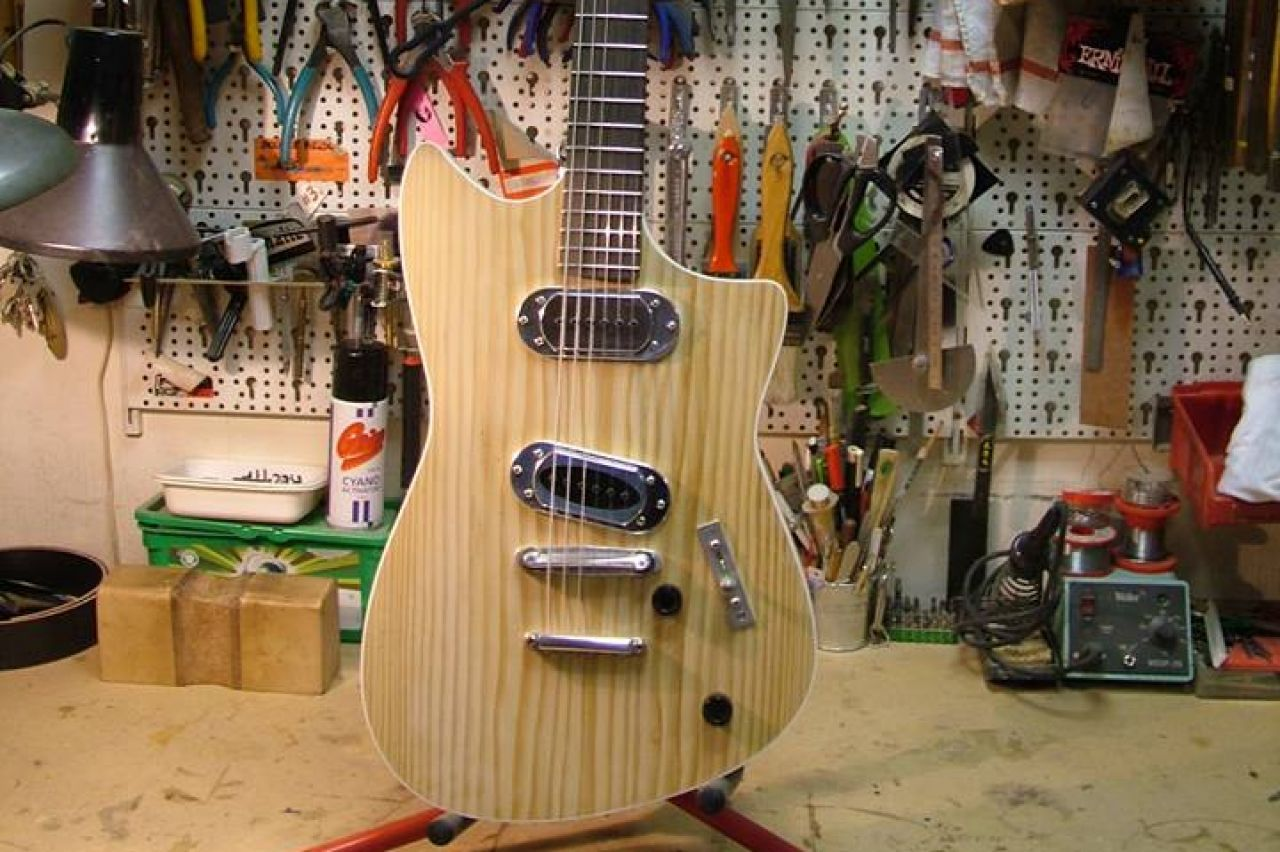 Roadrunner Guitars